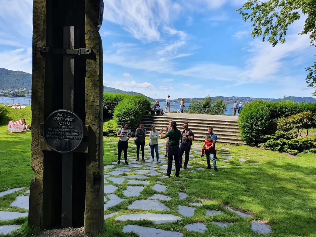 Guided walking tour in Nordnes park